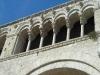 14 - Cattedrale di Bitonto - Particolare galleria delle esafore sul fianco meridionale